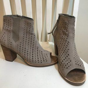 Toms leather beige bootie size 8.5